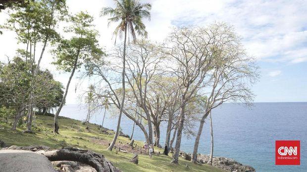 Pemandangan indah Selat Malaka dari tebing di dekat bangunan utama Benteng Anoi Itam.