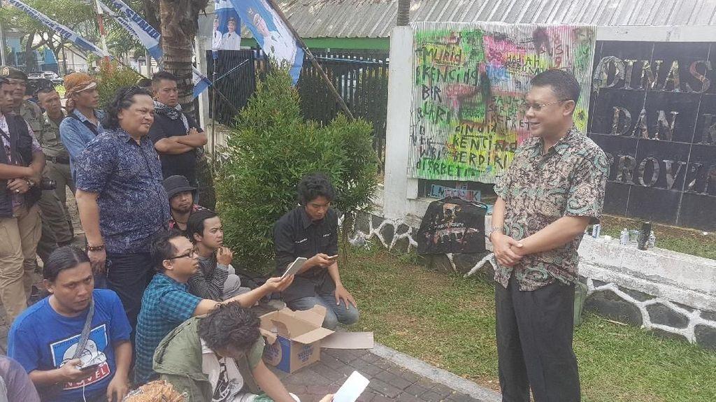 Juara Baca Puisi Dihadiahi Serbet, Seniman Demo Pemprov Banten