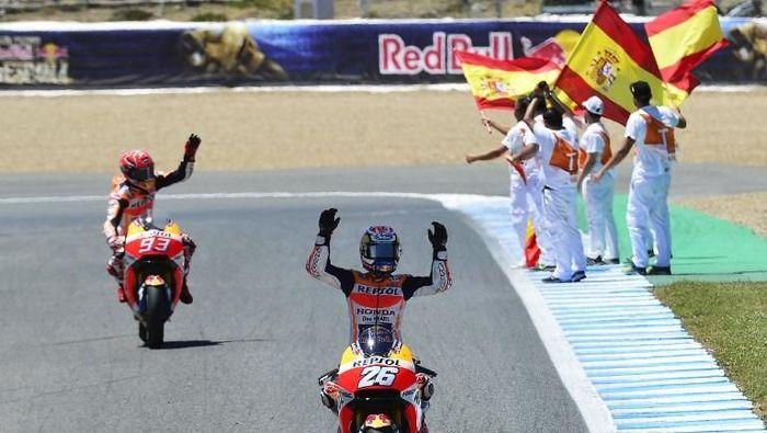 Dani Pedrosa ketika memenangi MotoGP Spanyol di Jerez pada tahun 2017 lalu (Foto: CRISTINA QUICLER/AFP)