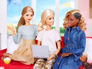 Barbie si Boneka Fashionista Berubah Jadi Ahli Robot