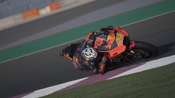 DOHA, QATAR - MARCH 03:  Pol Espargaro of Spain and Red Bull KTM Factory Racing rounds the bend during the Moto GP Testing - Qatar at Losail Circuit on March 3, 2018 in Doha, Qatar.  (Photo by Mirco Lazzari gp/Getty Images)