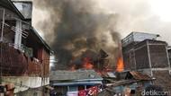 Foto: Api Hanguskan 30 Rumah Warga Bandung, 4 Orang Terluka