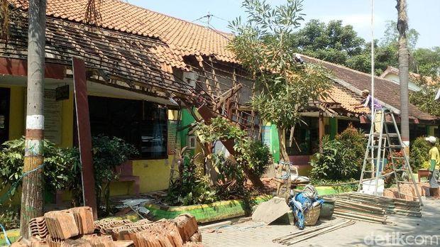Atap SDN di Mojokerto Ambruk/