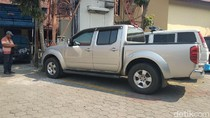 KPK Sita Mobil Nissan Navara Milik Kolega Bupati Mojokerto