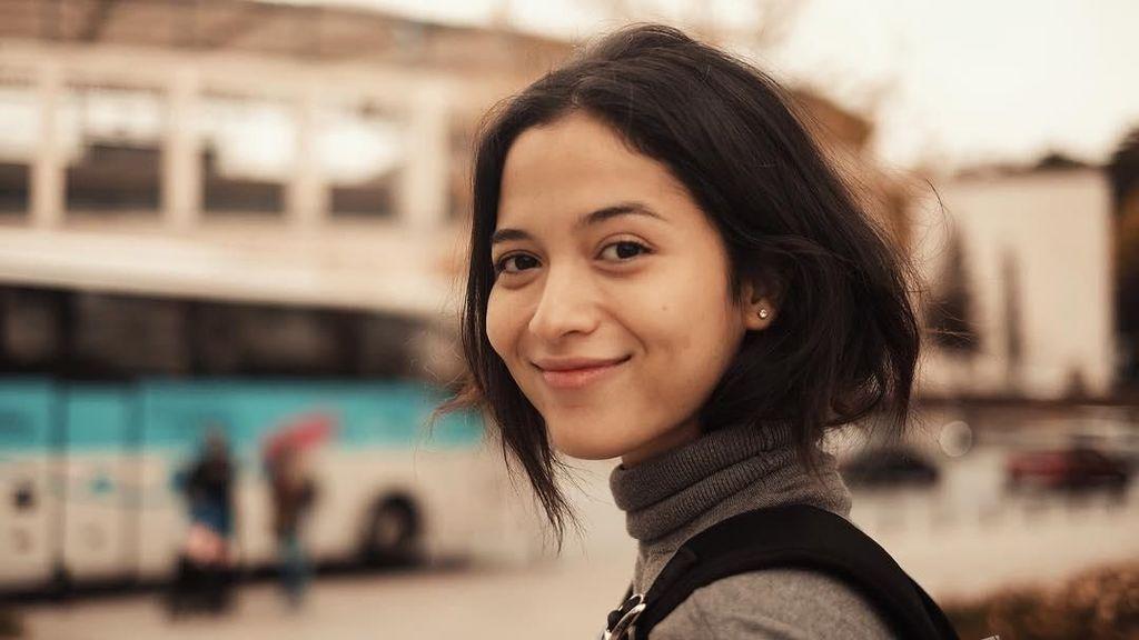 Pandai Merangkai Puisi, Putri Marino Diminta Bikin Buku