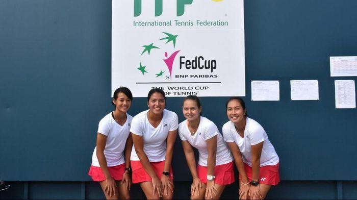 Aldila Sutjiadi (paling kanan) berpose bersama tiga petensi andalan Indonesia lainnya, Deria Nur Haliza, Jessy Rompies, dan Beatrice Gumulya. (dok pribadi)