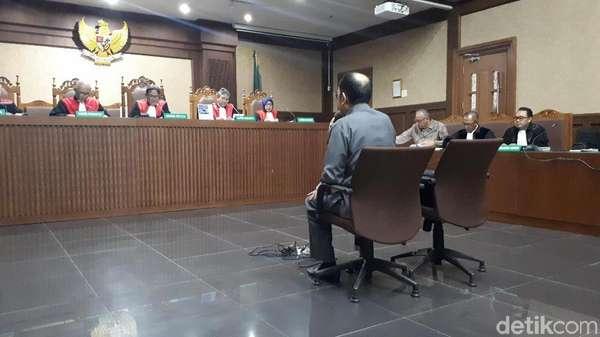 Video Hakim Tegur Nada Bicara Fredrich