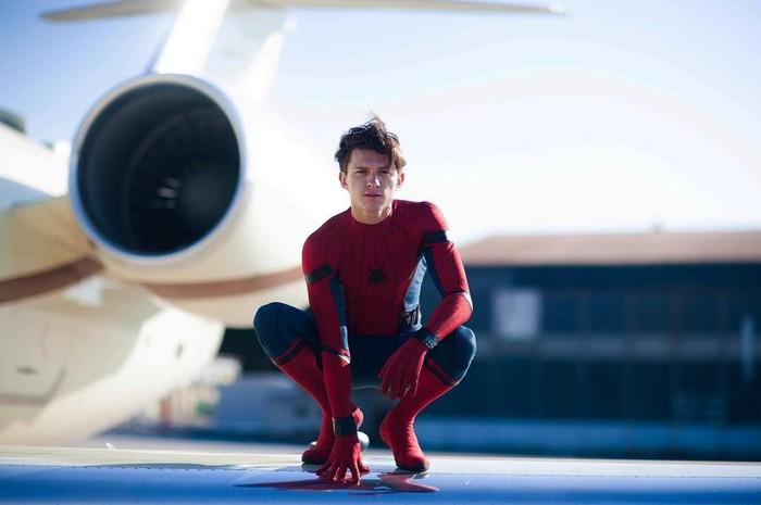 Tom pertama kali diketahui memerankan Spider-Man ketika pertama muncul dalam trailer film Captain America: Civil War. (Foto: Instagram/tomholland2013)