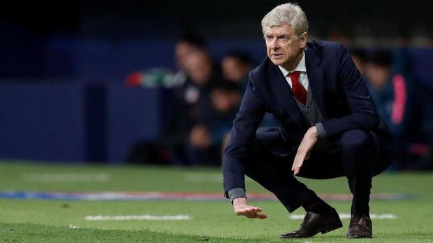 Arsene Wenger memilih bertahan di Arsenal yang saat itu tengah membangun stadion.