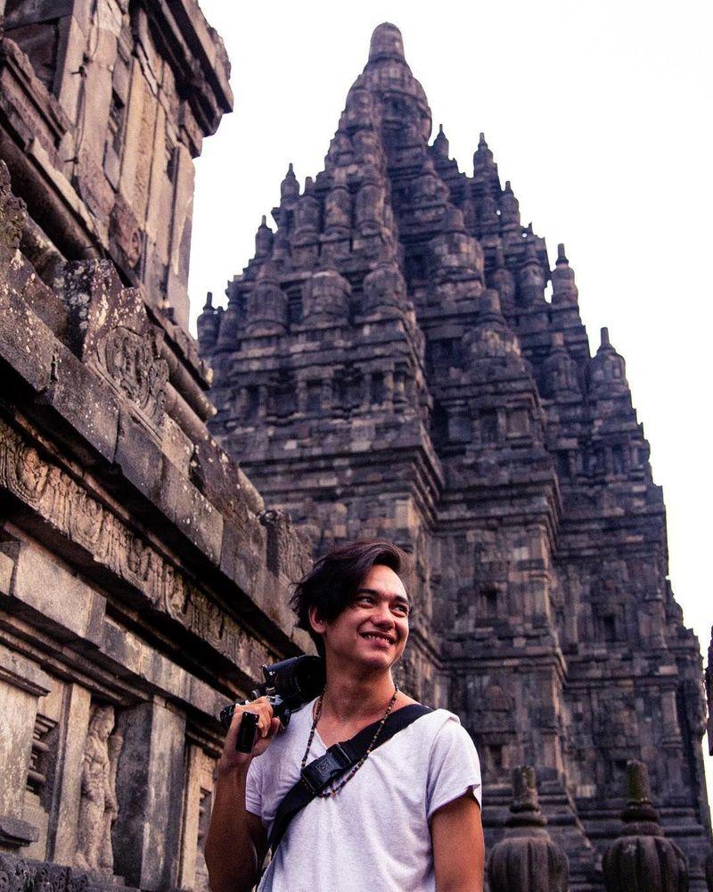 Aktor Adipati Dolken berkunjung ke Yogyakarta dan sekitarnya bulan lalu (adipati/Instagram)