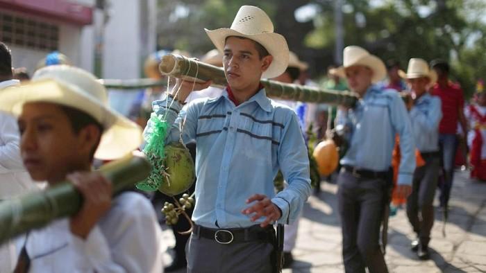 Perayaan tahunan festival keagamaan di Panchimalco, El Salvador diselanggarakan semarak pada 3 May, 2018 waktu setempat.
