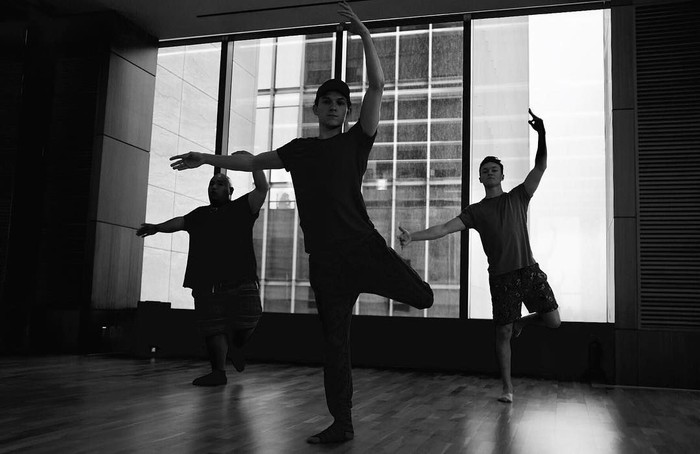 Tapi kadang Tom juga mencoba olahraga lain seperti misalnya balet. (Foto: Instagram/tomholland2013)