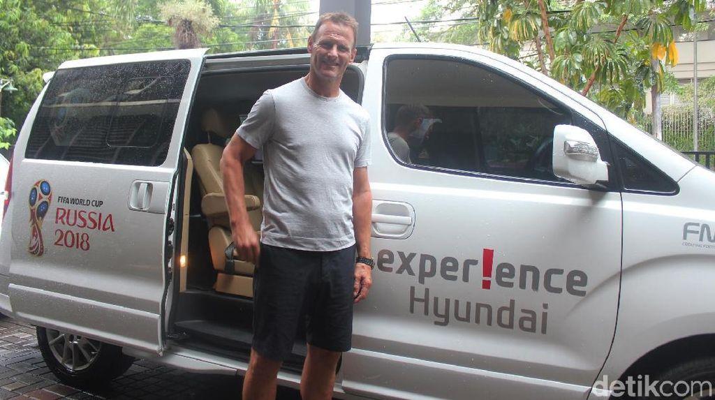 Naik Mobil Korea di Jakarta, Ini Kesan Teddy Sheringham