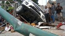 Foto: Pajero Tabrak Rumah di Medan Tewaskan 2 Mahasiswa
