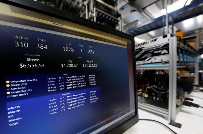 Ilustrasi penambangan Bitcoin. Foto: Reuters