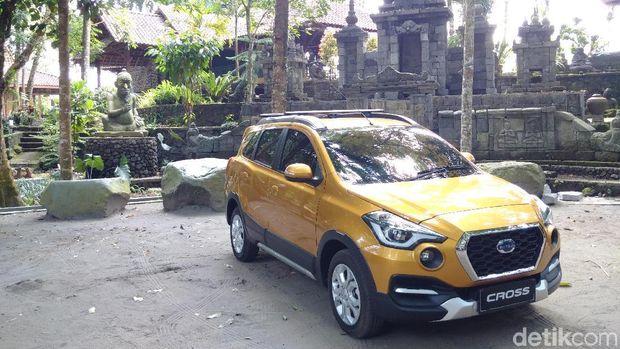 PT Nissan Motor Indonesia mengajak 20 awak media nasional dan lokal menjajal mobil Datsun Cross menjelajahi bentang alam Yogyakarta.
