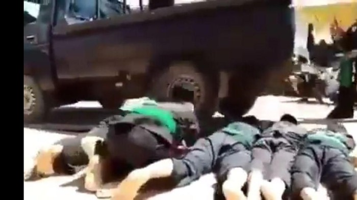Video atraksi dilindas mobil yang jadi viral di medsos. (Foto: dok istimewa)