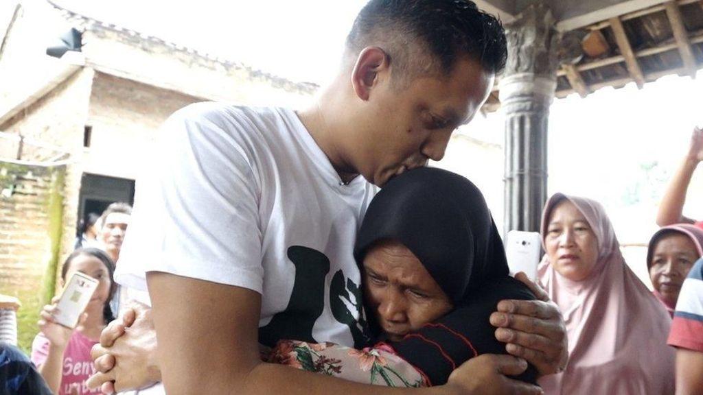Kisah Pria Indonesia Bertemu Ibu Kandung Usai 40 Tahun Terpisah