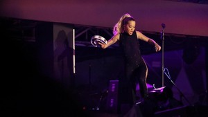 Ajak Bergoyang, Rita Ora Hentak Panggung SHVR Ground Festival 2018