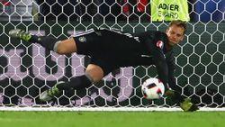 Chelsea Inginkan Neuer di Bawah Mistar Gawang