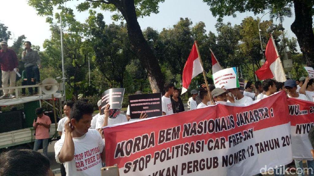 Tolak Politisasi CFD, Massa Demo di Depan Balai Kota