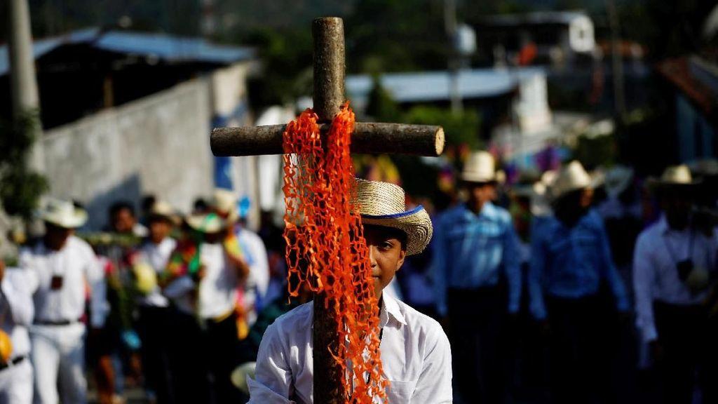Meriahnya Festival Keagamaan di Bolivia