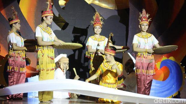 Adu Tagar, Mahasiswa Kenalkan #kitongsamuabasodara di Surabaya