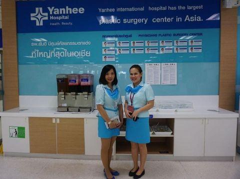 Perawat di Yanhee International Hospital.