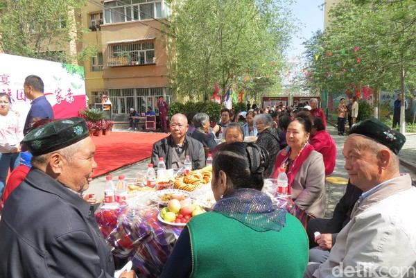 Daerah Otonomi Xinjiang Uighur adalah salah satu provinsi terluas di China, 1,6 juta km2. Di sana banyak etnis Uyghur, Kazakhs, Hui dan Han (Fitraya/detikTravel)