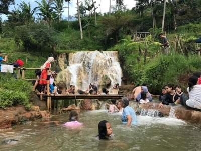 Weekend di Bandung Barat, Segarkan Diri di Curug Cipanas