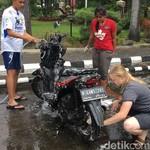 4 Hal yang Sebaiknya Jangan Dilakukan saat Cuci Motor