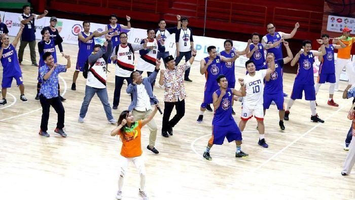 Menpora Imam Nahrawi dalam acara pembukaan turnamen basket antar media (Amalia Dwi Septi/detikSport)
