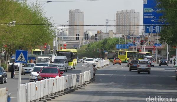 Suasana Kota Urumqi, Ibukota Xinjiang. Traveler dari Jakarta bisa terbang dulu ke Guangzhou atau Beijing sebelum lanjut ke Urumqi (Fitraya/detikTravel)