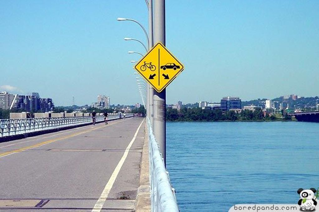 Mungkin di negara ini mobilnya sudah bisa dioperasikan di atas air.(Foto: Boredpanda)