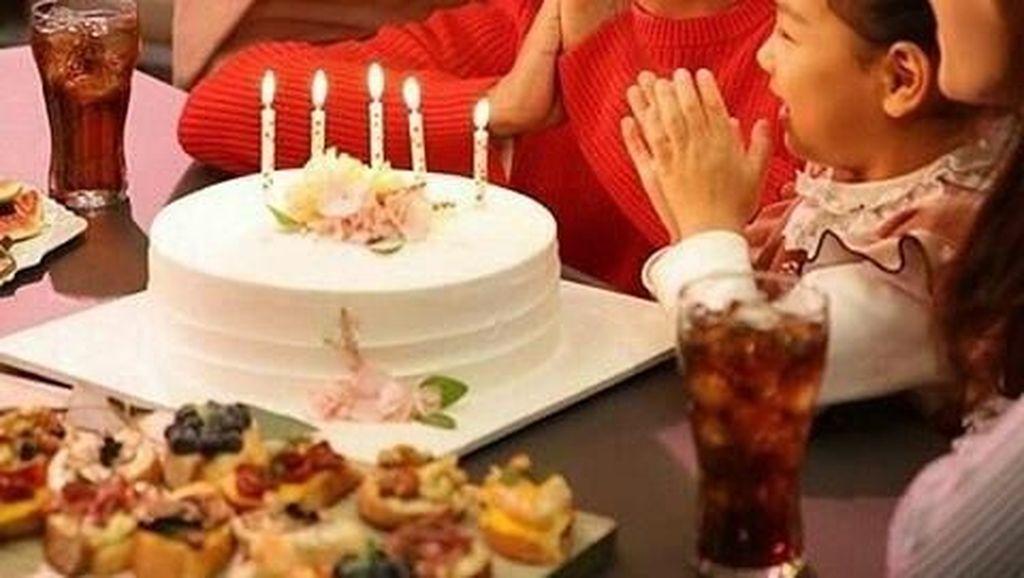 Ganteng dan Imut, Begini Loh 10 Gaya Park Bo Gum Saat Menyantap Makanan Enak