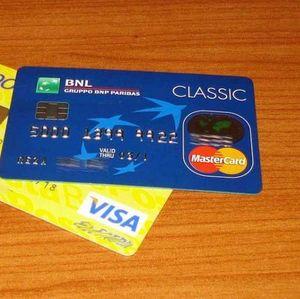 Gaji dan THR Habis, Boleh Pakai Kartu Kredit Nggak?