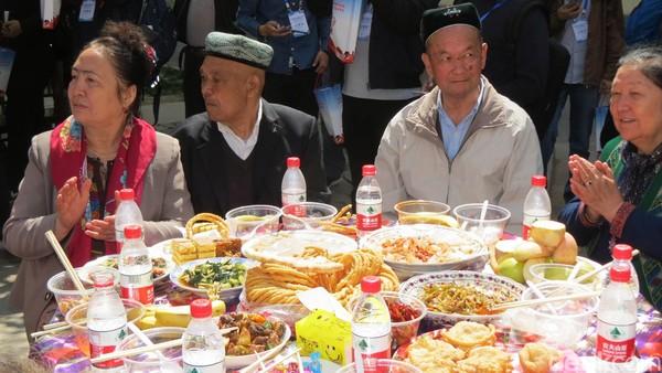 Bertualang ke Xinjiang adalah menikmati eksotisme Jalur Sutra yang berumur ribuan tahun. 46% orang Xinjiang etnis Uyghur, 40 persen etnis Han. Sisanya etnis Kazakhs 6,5% dan etnis Hui 4,5% (Fitraya/detikTravel)