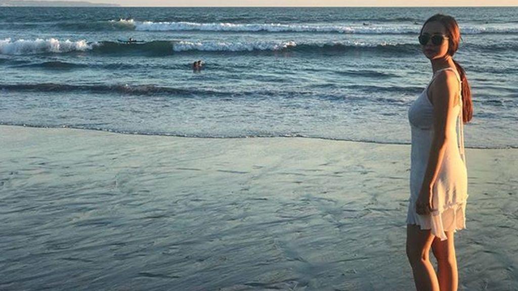 Main-main di Pantai Bersama Aura Kasih
