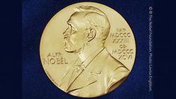 Pria di Tengah Skandal Nobel Sastra Didakwa dengan 2 Kasus Pemerkosaan