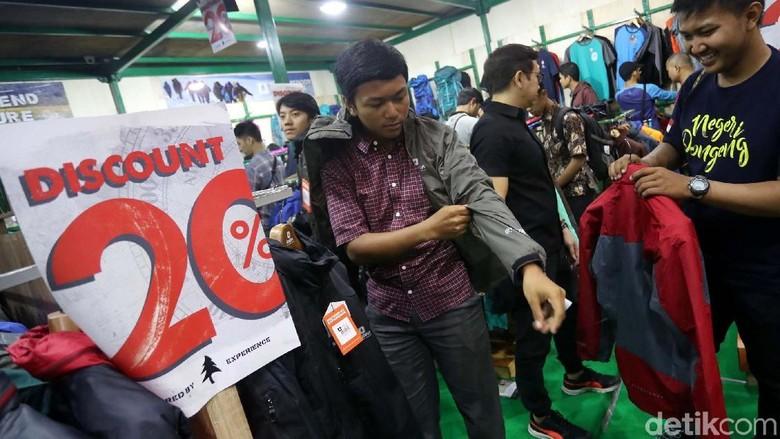 Indofest Kembali Digelar  Pengunjung memadati area Indofest yang berlangsung di JCC, Jakarta, Kamis (3/5/2018). Tahun ini Indonesia Outdoor Festival ( Indofest) yang merupakan pameran kegiatan luar ruang terbesar di Indonesia ini berlangsung pada 3-6 Mei 2018. Grandyos Zafna/detikcom