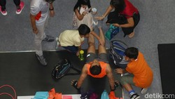 Sebuah kontes adu kebugaran digelar di Jakarta. Ratusan peserta berlomba menyelesaikan empat tantangan dalam empat menit.