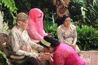 Siraman merupakan bagian dari prosesi pernikahan adat Jawa. Siraman dilakukan satu hari sebelum acara pernikahan.