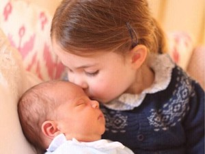 Ini Bedanya Foto Resmi Pertama Pangeran Louis dan Putri Charlotte