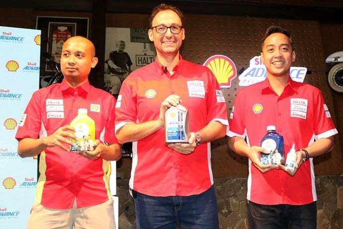 Peluncuran pelumas motor matik itu dihadiri oleh Shell Lubricants Technical Manager Indonesia Shofwatuzzaki (Zaki), VP Marketing Lubricants PT Shell Indonesia Mario Viarengo, dan VP Customer Brand Helix & Advance PT Shell Indonesia Edward Satrio. Istimewa/Shell Indonesia.