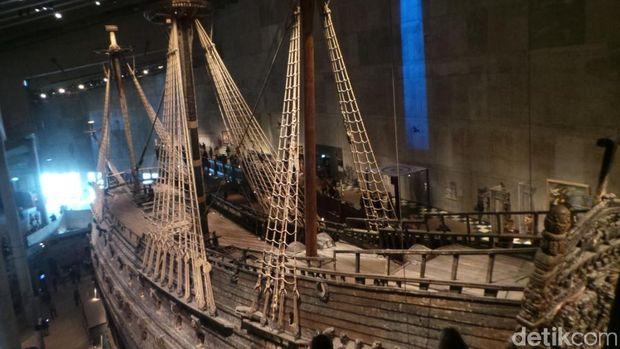 Kapal Vasa di Museum Vasa, Stockholm, Swedia.