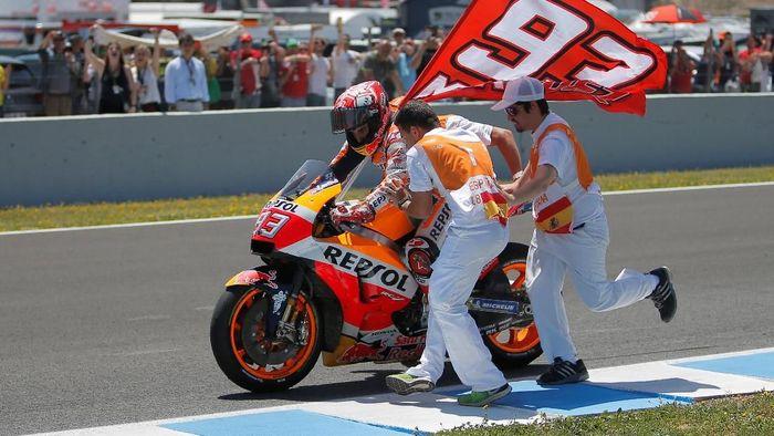 Marc Marquez kini memuncaki klasemen MotoGP (REUTERS/Jon Nazca)