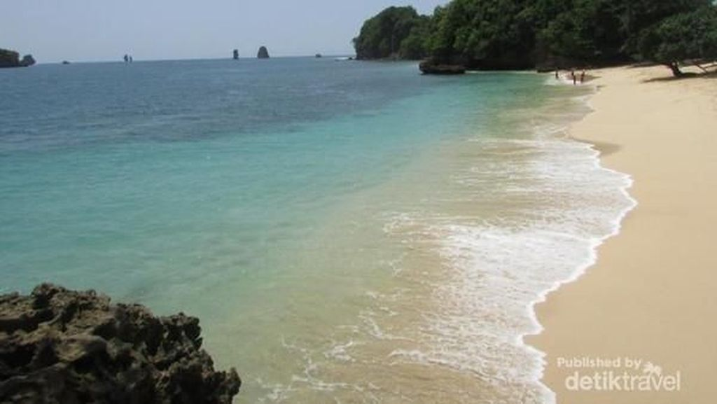 Ini Pantai Cantik Tersembunyi di Malang