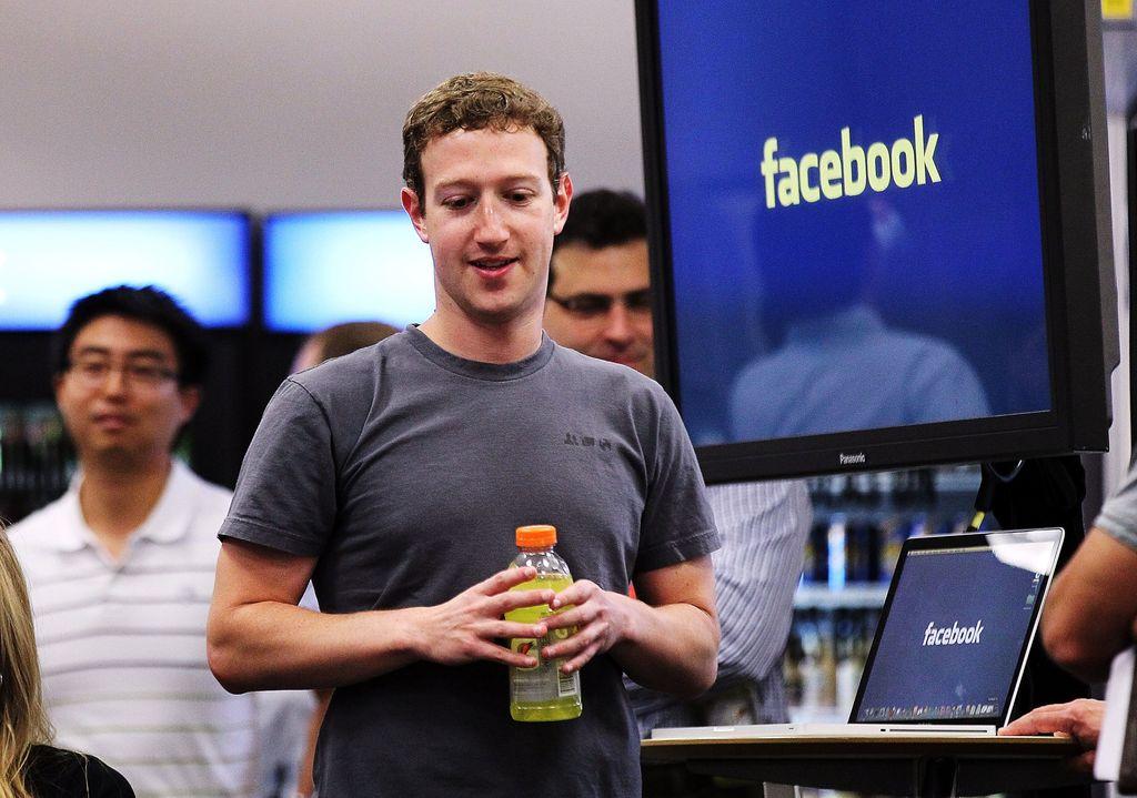 Nilai tengah gaji para karyawan di raksasa jejaring sosial Facebook, mencapai USD 240.430, atau Rp 3,34 miliar, dalam setahun Foto: Getty Images/Justin Sullivan