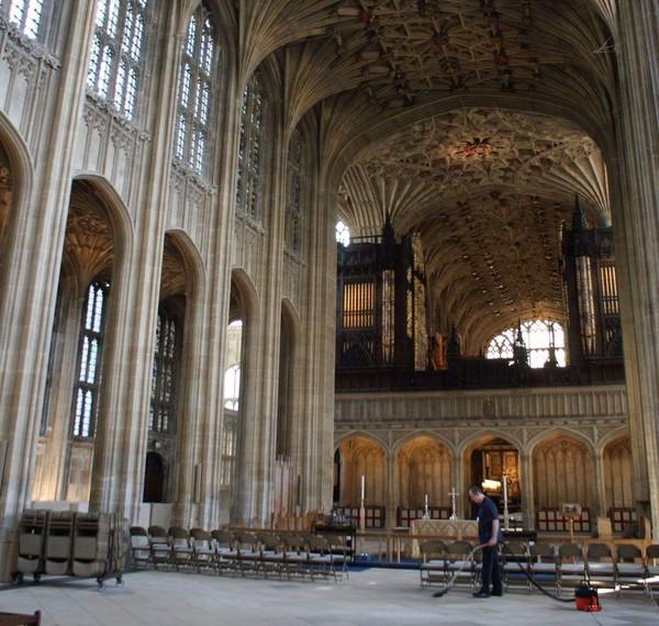 Dulunya, gereja ini dibangun oleh Raja Edward III (St Georges Windsor/Facebook)