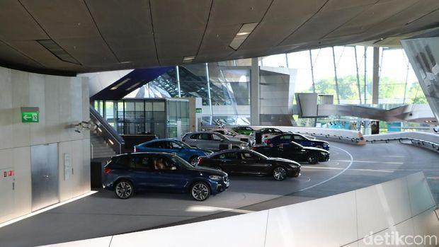 Test track untuk menjajal mobil baru